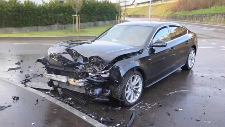 Giebenach BL, 12. Februar: Ein 56-Jähriger übersah eine Personenwagenlenkerin und verursachte eine Kollision.