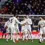 Abklatschen statt jubeln: Gareth Bale (Mitte) nach seinem Penalty zum Sieg von Real