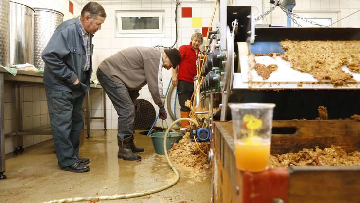 Einblick in die Mostherstellung auf dem Hof von Walter Gloor in Hueniken