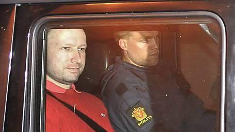 Anders Behring Breivik auf dem Weg ins Gericht