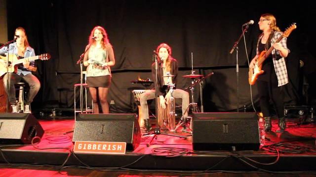 Biberister Band Gibberish singt Lady Gagas Song «Telephone»