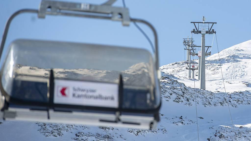 Die Sessel auf dem Stoos bleiben leer: Der Kanton Schwyz erlaubt den Skibetrieb frühstens im neuen Jahr wieder. (Archivbild)