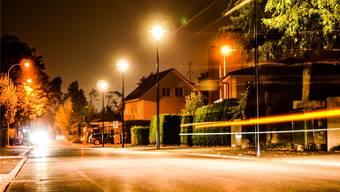 Wird die Beleuchtung entlang der Kantonsstrassen innerorts erneuert, müssen die Gemeinden die Kosten heute vollständig übernehmen — Christoph Riner (SVP) will dies mit einem Vorstoss ändern.