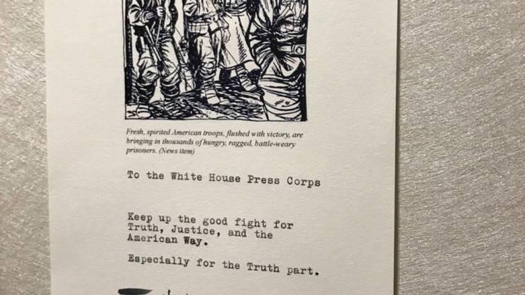 Grüsse ins Weisse Haus: Schauspieler Tom Hanks schenkt den Korrespondenten eine Kaffeemaschine begleitet von einem Schreiben. (Bild: Twitter)