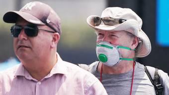 In Melbourne tragen Zuschauer Mundschutz.