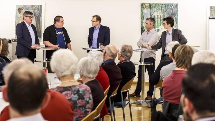Die Diskussionsrunde ist in vollem Gange mit (von links) Stefan Hug, Roman Strausak, Reto Schoch, Thomas Ledermann und Michele Muccioli.