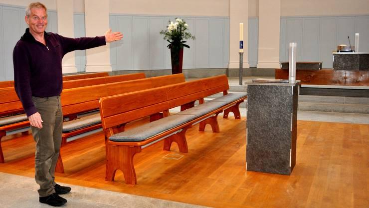 «Hier werden bald Scheinwerfer und Kameras installiert.» Pfarrer Markus Graber in der reformierten Kirche. nib