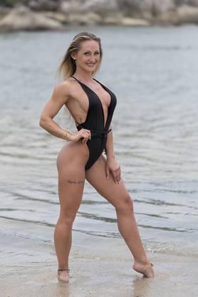 In Sachen Sport kann die 32-jährige Polin, die in Zürich lebt, locker mit dem Rosenkavalier mithalten. Sylwia ist amtierende Schweizer Meisterin der International Federation of Body Builders (IFBB) in der Bikini-Klasse bis 160cm. In der Zwischensaison trainiert sie nicht nur ihren stählernen Körper, sondern motiviert andere Sportler als Personaltrainerin. Wenn sie nicht gerade Gewichte stemmt, steht sie als Bikinimodel vor der Kamera.