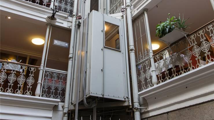 Dieser Lift in der «Blume» wurde 1948 eingebaut, nicht im 19. Jahrhundert. Severin Bigler