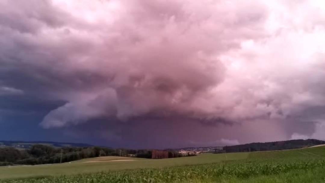 Im Zeitraffer: Gewitter zieht über Menziken hinweg