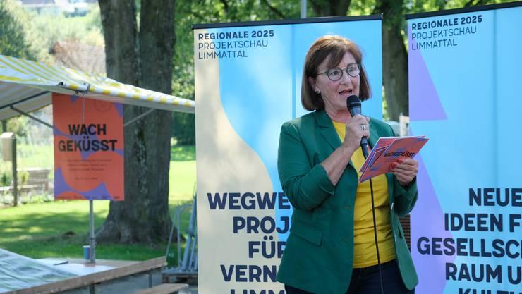 Regionale-2025-Präsidentin Brigitta Johner begrüsste die vielen Gäste hinter der Dietiker Stadthalle.