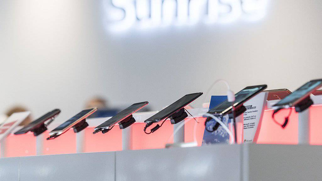 Sunrise hat mehr Mobilfunk-Abonennten angezogen, aber weiter Prepaid-Kunden verloren.