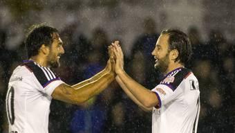 Matias Delgado und Matchwinner Shkelzen Gashi (links) freuen sich über den Einzug des FC Basel in den Cup-Viertelfinal.