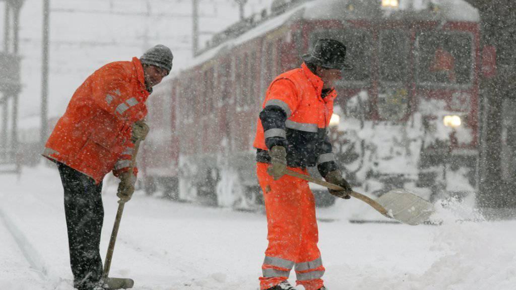 Entgleistes RhB-Dienstfahrzeug blockierte Bahnhof