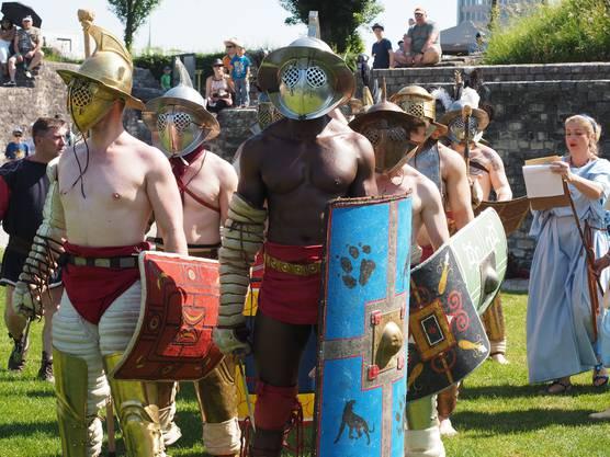 Mit oder ohne Beinschienen und mit grossem oder kleinem Schild - bei den Gladiatoren gibt es viele Unterschiede