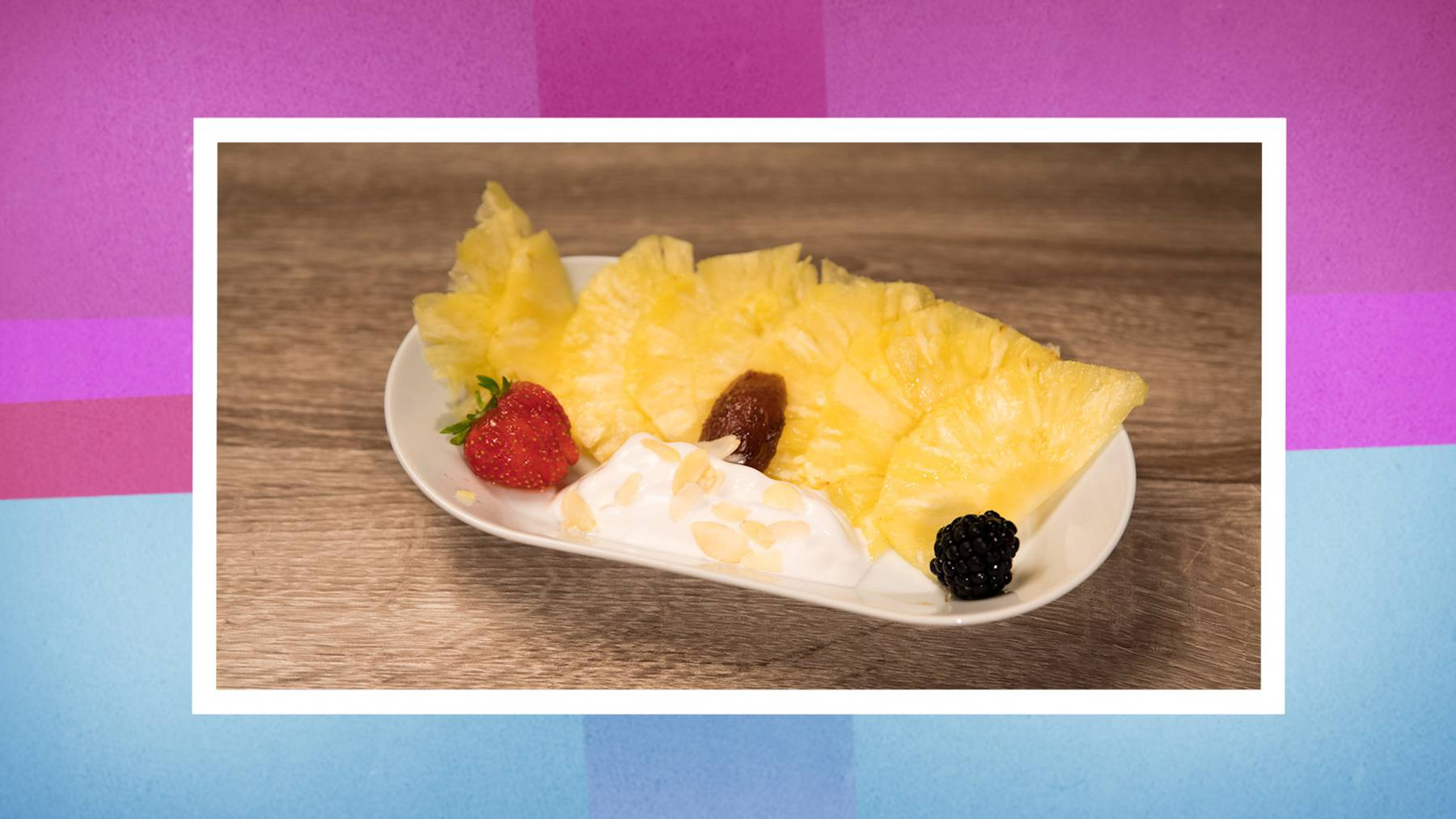 Ananas-Carpaccio mit Basilikumsorbet