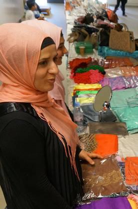 Zu kaufen gibt es auch Kleider, Stoffe, Bücher, Schmuck und mehr.