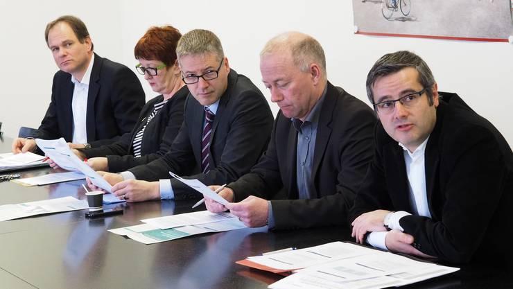 v.l. Peter Schafer, Iris Schelbert-Widmer, Thomas Marbet, Martin Wey und Benvenuto Savoldelli.