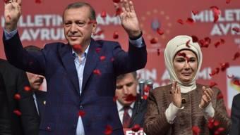 Recep Tayyip Erdogan und seine Frau Emine