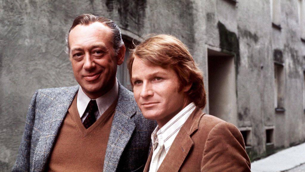 «Derrick» Horst Tappert (l) und «Harry» Fritz Wepper 1973. Die Krimiserie, die sie beide berühmt gemacht hat, soll nicht wiederholt werden: Das ZDF trägt Tappert (gest. 2008) immer noch nach, dass er in der Waffen-SS war.