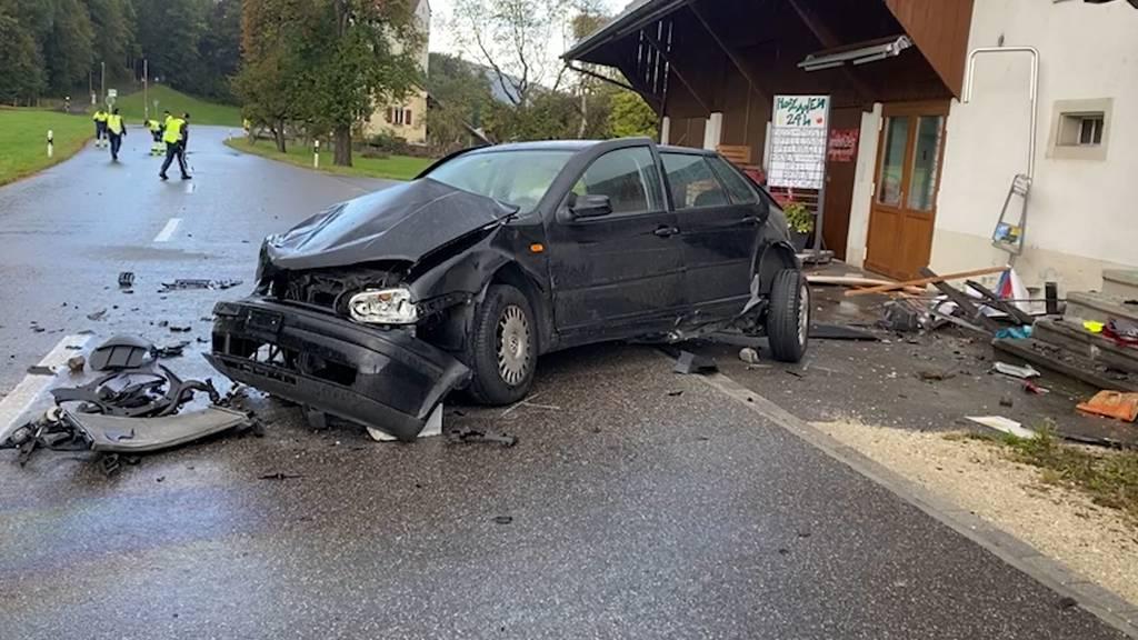 Veltheim (AG): 18-jähriger fährt in Hauswand und stirbt im Spital