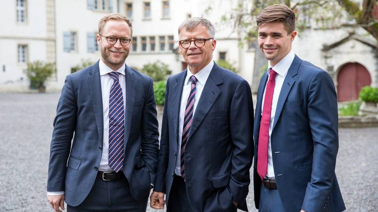 Zwei Generationen Wanner auf einem Bild:  Peter (Mitte, VR-Präsident) und Michael (links, Geschäftsführer Watson), freuen sich, dass seit gestern auch  Florian (Geschäftsführer Radio 24) mit ihnen im AZ-Verwaltungsrat sitzt.