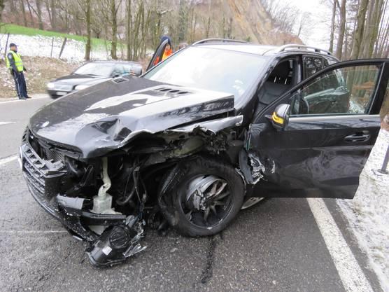 ...und stiess frontal mit einem entgegenkommenden Mercedes-Kombi zusammen.