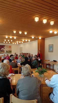 Präsidentin Catherine Courvoisier begrüsst die anwesenden Mitglieder des Gemeinnützigen Frauenvereins Baden