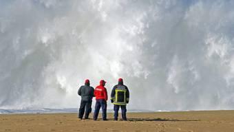 Feuerwehrleute bei der Suchaktion der vermissten Studenten (Archiv)