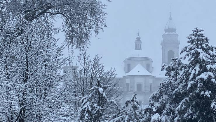 Solothurn weiss: Leserfoto von Jeanny Podlucky, zu sehen ist die verschneite St. Ursenkathedrale.