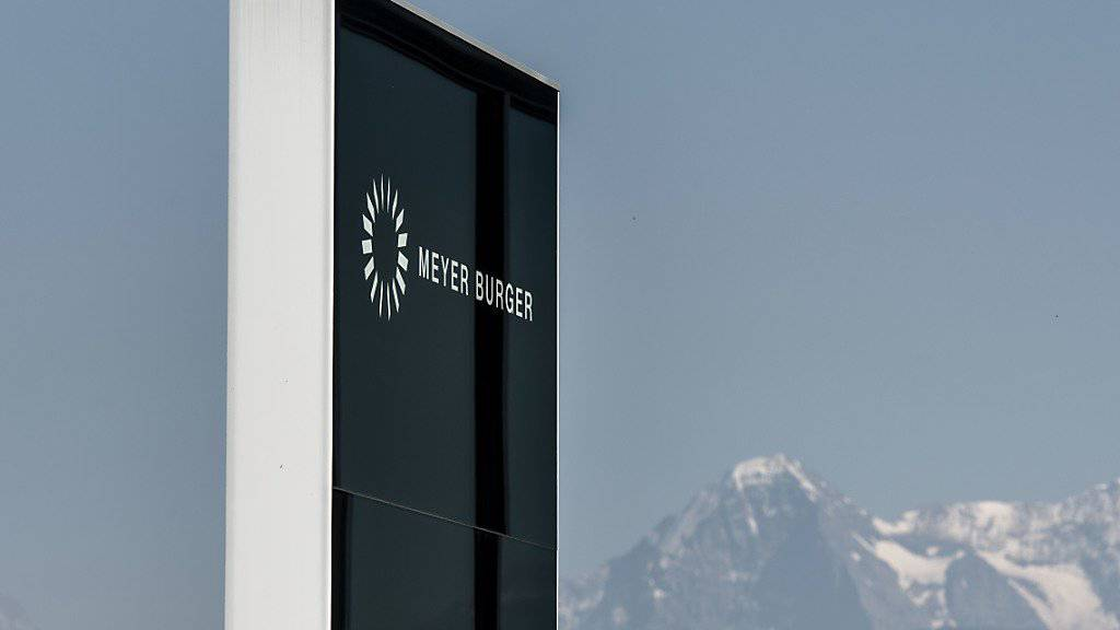 Logo beim Gebäude der Meyer Burger AG in Gwatt BE