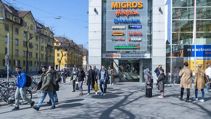 Die Migros erzielte einen Rekordumsatz: Filiale am Zürcher Limmatplatz (Archivbild).