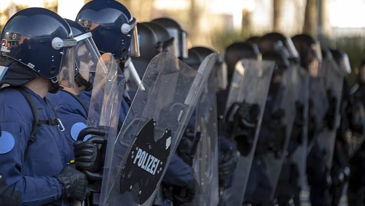 Unbewilligte Demonstrationen führten am vergangenen Samstag zu Verkehrsbehinderungen und Sachbeschädigungen. (Symbolbild)