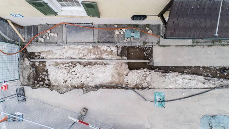 Auf einer Drohnenaufnahme ist der nun entdeckte Turm des römischen Kastells gut zu erkennen.