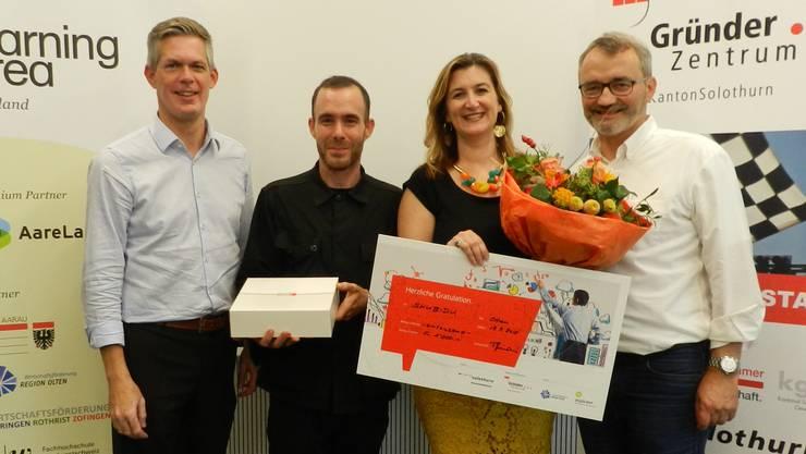 Von links: Rolf Schmid (Wirtschaftsförderung Region Olten), Tobias Vega (Gewinner Publikumspreis), Sonia Eterno (Gewinnerin Neugründer-Challenge 2018), Thomas Heimann (Gründerzentrum Kanton Solothurn).