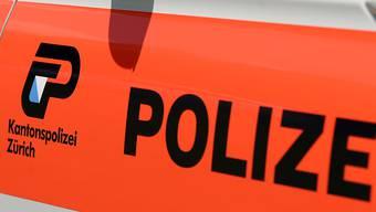 Die Kantonspolizei Zürich untersucht einen Unfall mit Fahrerflucht in Wallisellen. (Symbolbild)