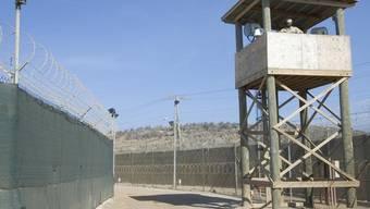 Wachturm des US-Gefangenenlagers Guantanamo auf Kuba