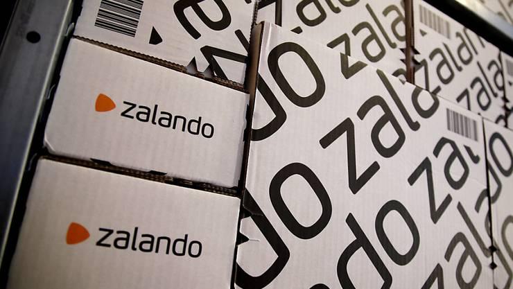 Zalando hat im renditeschwachen ersten Quartal die Anleger mit einem Gewinn positiv überrascht. (Archiv)