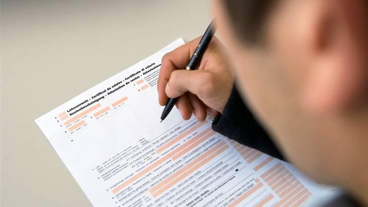 Drei FDP-Grossräte wollen, dass man der Steuererklärung keine Belege mehr beilegen muss.