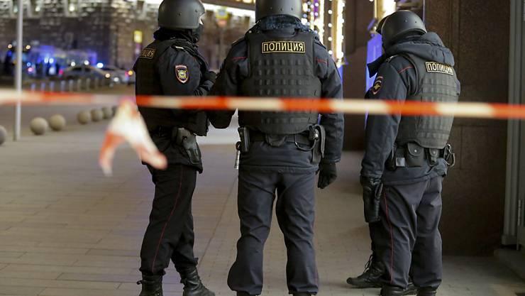 Sicherheitskräfte riegelten sofort nach den Schüssen die Geheimdienstzentrale in Moskau ab.