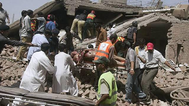 Helfer bergen Leichen in Lahore