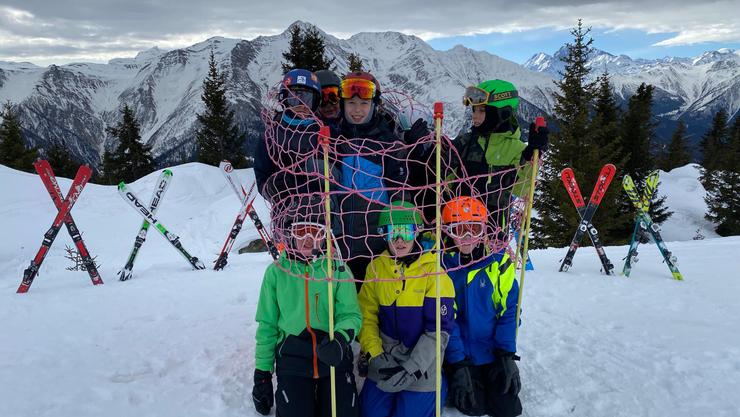 Das Foto-Challengebild der Skiruppe «Rollschinkli».