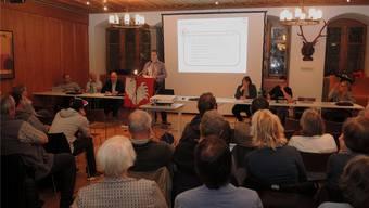 Der Gemeinderat informierte im Rathaus über die beiden Geschäfte der ausserordentlichen Gemeindeversammlung.