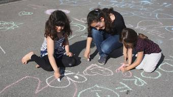 Die Mädchen malten am liebsten Herzen und Blumen.