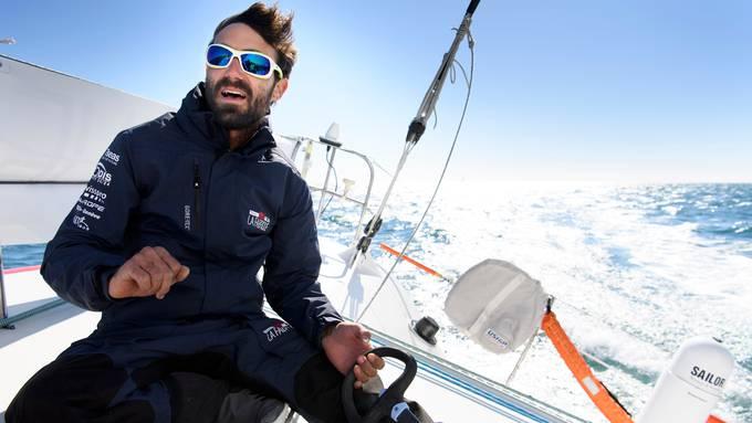 105 Tage lang war Alan Roura (hier bei einer der letzten Trainingsfahrten vor dem Startschuss 2016) bei seiner ersten Vendée Globe allein auf den Weltmeeren unterwegs. Er hat das Rennen nur dank grossem Glück überstanden.