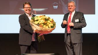 Daniel Knecht, der ehemalige Präsident der Handelskammer, steht rechts von Nachfolgerin Marianne Wildi. Bei der Selbstbestimmungs-Initiative ist das durchaus sinnbildlich.