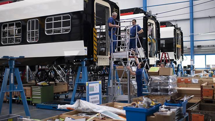 In den Stadler-Fabriken werden weitere Züge für Ungarn produziert. (Archivbild)