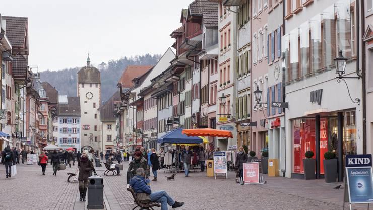 Die Waldshuter Altstadt am Freitagmittag: Noch ist alles ruhig.