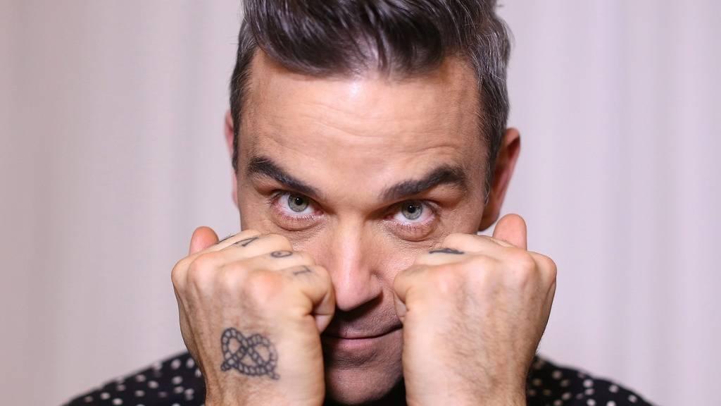 Der britische Sänger Robbie Williams veröffentlicht ein Weihnachtsalbum - mit Gästen wie Schlagersängerin Helene Fischer oder dem früheren Boxweltmeister Tyson Fury.