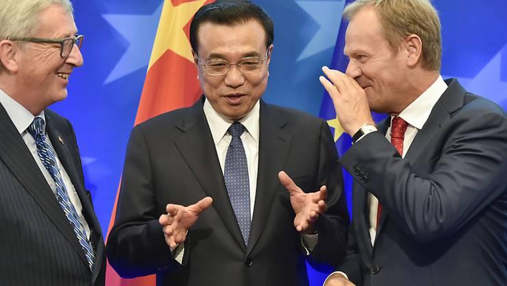 Chinas Ministerpräsident Li Keqiang (Mitte) mit EU-Kommissionspräsident Juncker (l.) und EU-Ratspräsident Tusk